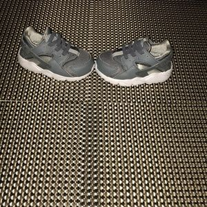 Gently used Nike Huarache infant sneakers size 5C